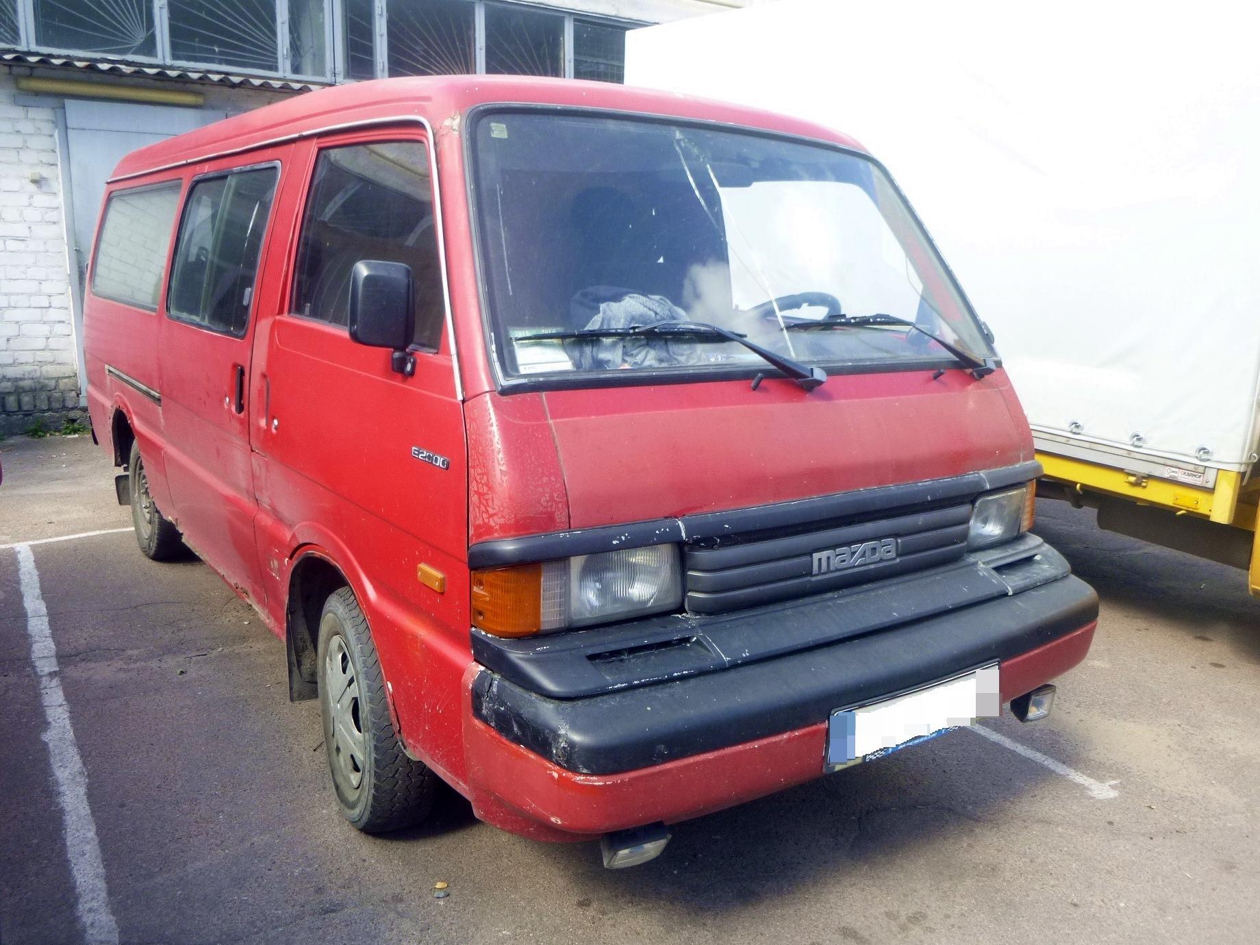Виявлення легкового автомобіля «MAZDA E 2000» із зміненим номером кузова